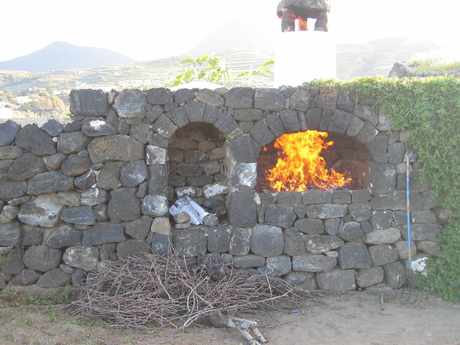 Kamma agenzia rizzo isola di pantelleria - Zona barbecue in giardino ...